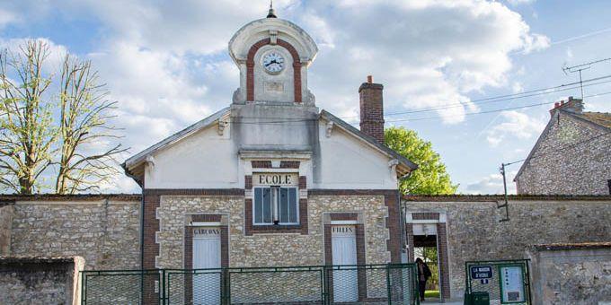 La Maison d'école de Pouilly-le-Fort